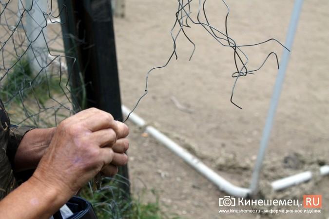 На «Электроконтакте» снесут старую и построят новую футбольную площадку фото 9
