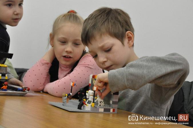 На лего-фестивале в Кинешме Владимира Путина запустили в космос фото 8