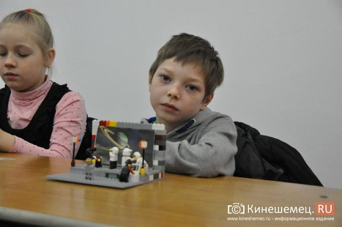 На лего-фестивале в Кинешме Владимира Путина запустили в космос фото 5
