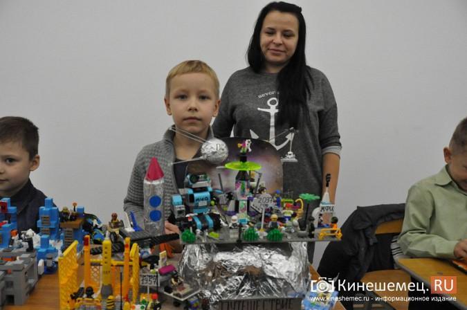 На лего-фестивале в Кинешме Владимира Путина запустили в космос фото 12