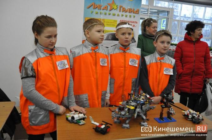 На лего-фестивале в Кинешме Владимира Путина запустили в космос фото 3