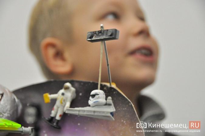 На лего-фестивале в Кинешме Владимира Путина запустили в космос фото 11