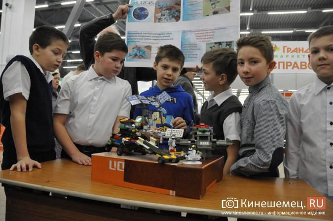 На лего-фестивале в Кинешме Владимира Путина запустили в космос фото 2