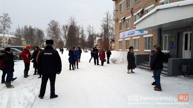 Жители Заволжска плачут и молят власть услышать их протест против могильника химотходов фото 6