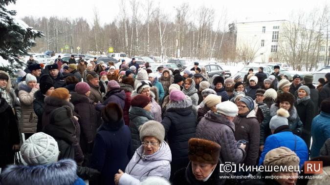 Жители Заволжска плачут и молят власть услышать их протест против могильника химотходов фото 11