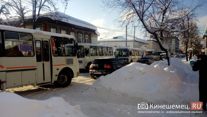 Улица Комсомольская в Кинешме встала в пробку фото 3