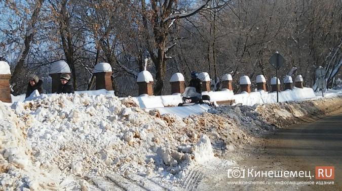 Снегоход разъезжал по тротуарам Кинешмы фото 3
