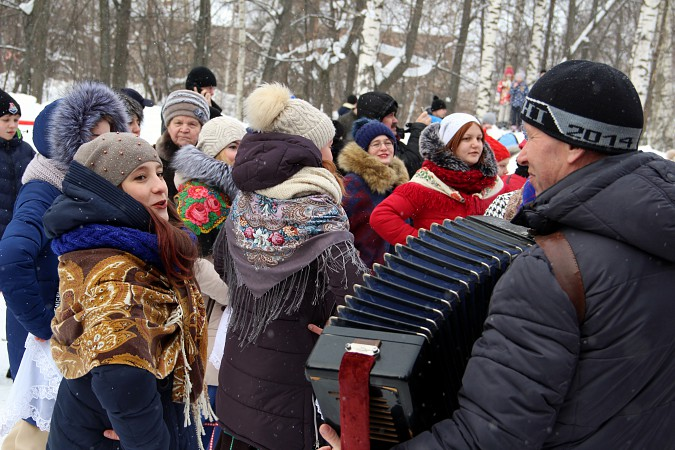 В фабричных районах Кинешмы возродили традицию праздновать Масленицу фото 2