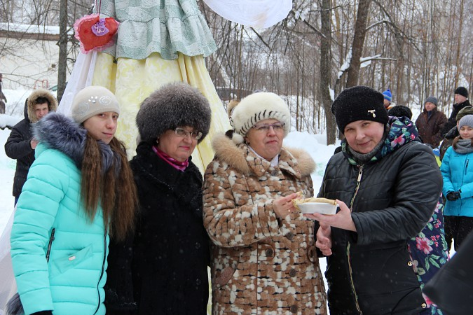В фабричных районах Кинешмы возродили традицию праздновать Масленицу фото 11