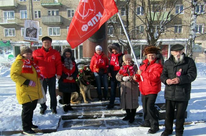 Коммунисты Кинешмы совершили автопробег к 100-летию Красной Армии фото 4