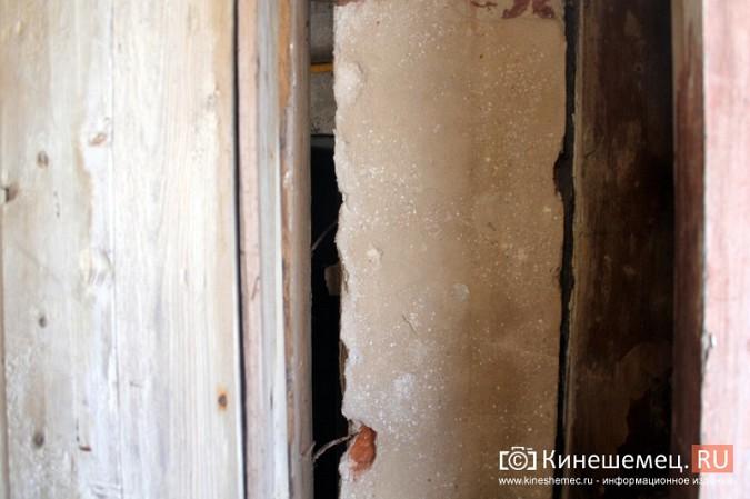 На улице Карла Маркса в центре Кинешмы на глазах разрушается жилой дом фото 11