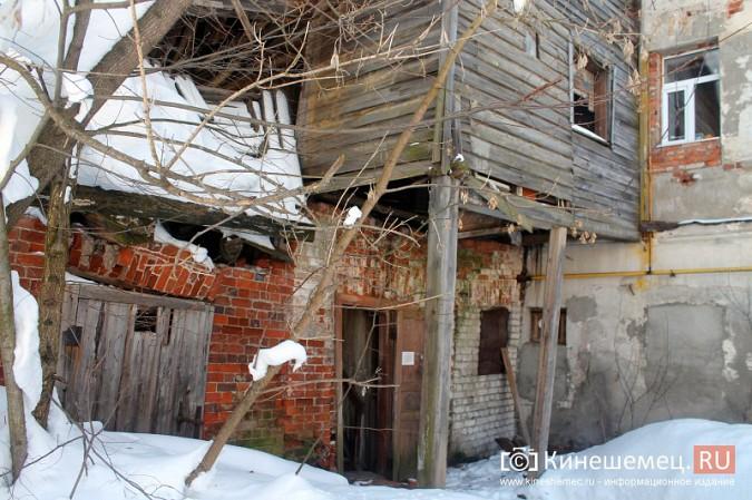 На улице Карла Маркса в центре Кинешмы на глазах разрушается жилой дом фото 21