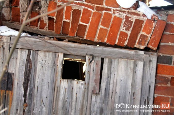 На улице Карла Маркса в центре Кинешмы на глазах разрушается жилой дом фото 20
