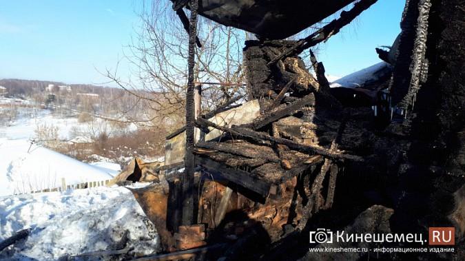 В Кинешме на улице Индустриальной сгорел дом фото 3