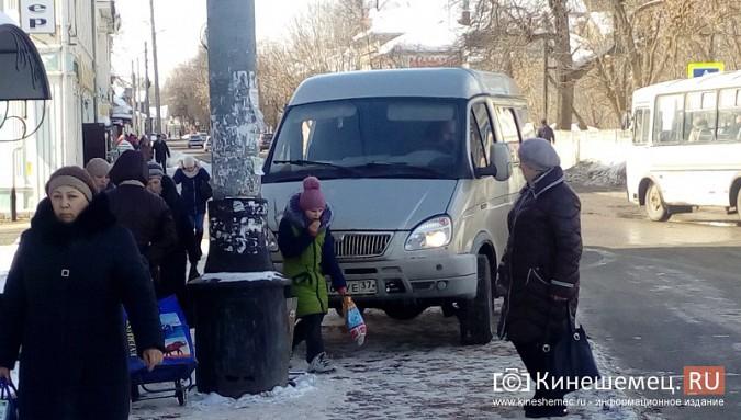 В центре Кинешмы «ГАЗель» припарковалась на автобусной остановке фото 4