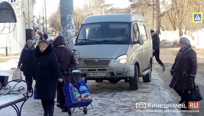 В центре Кинешмы «ГАЗель» припарковалась на автобусной остановке фото 3