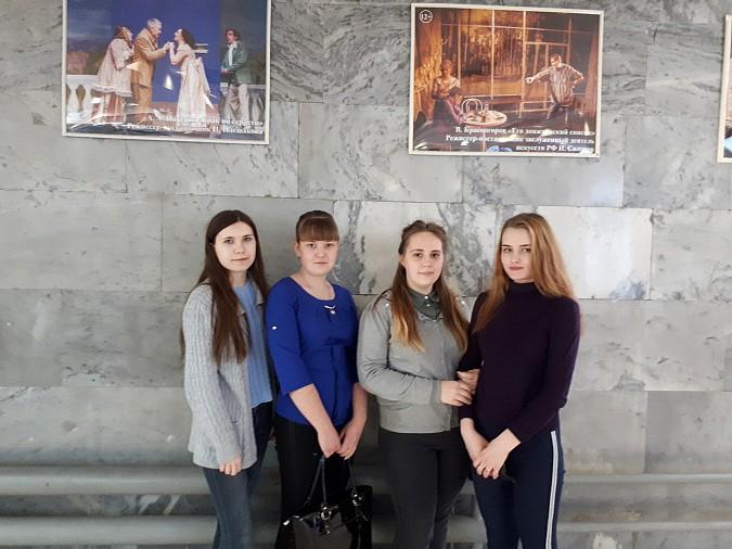 Кинешемская молодежь провела акцию «Я в театре» фото 9