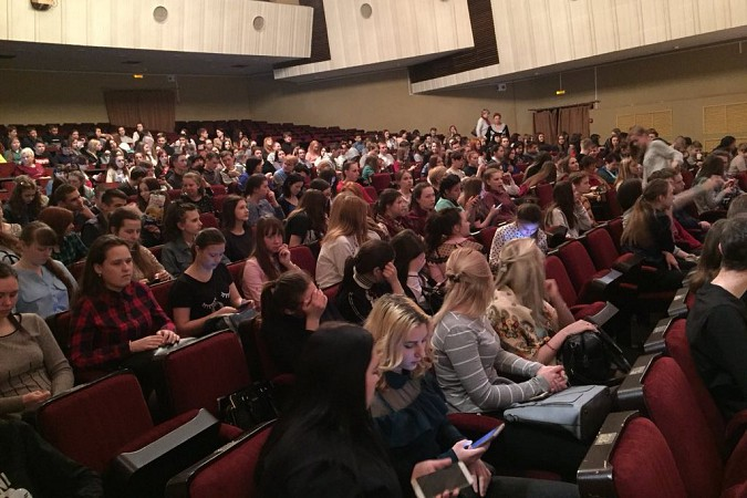 Кинешемская молодежь провела акцию «Я в театре» фото 5