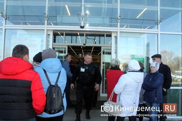 В Кинешме проверяющие пришли в самый крупный торговый центр города фото 60