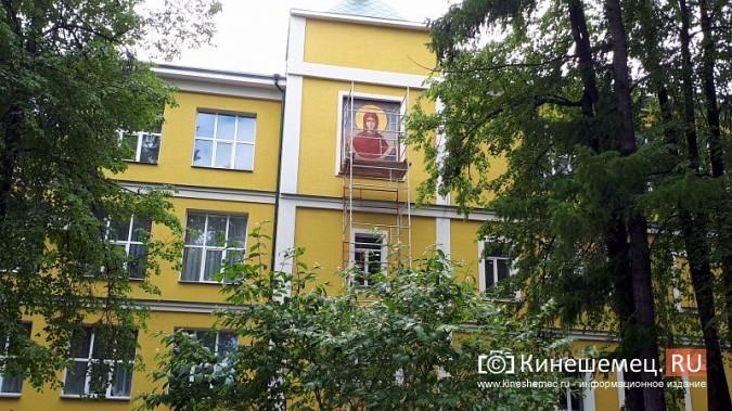 На фасаде Епархии со стороны Волги появилась икона «Покров Пресвятой Богородицы» фото 2