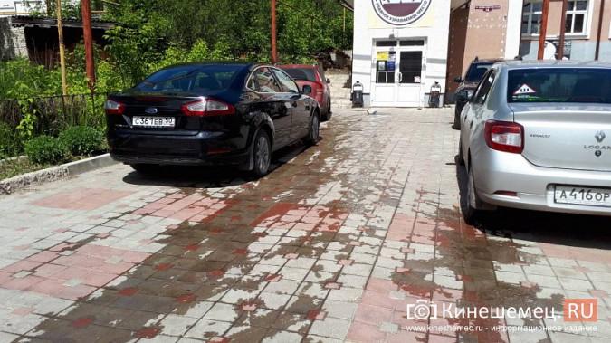 Центр Кинешмы заливает фекалиями из канализационных сетей фото 3