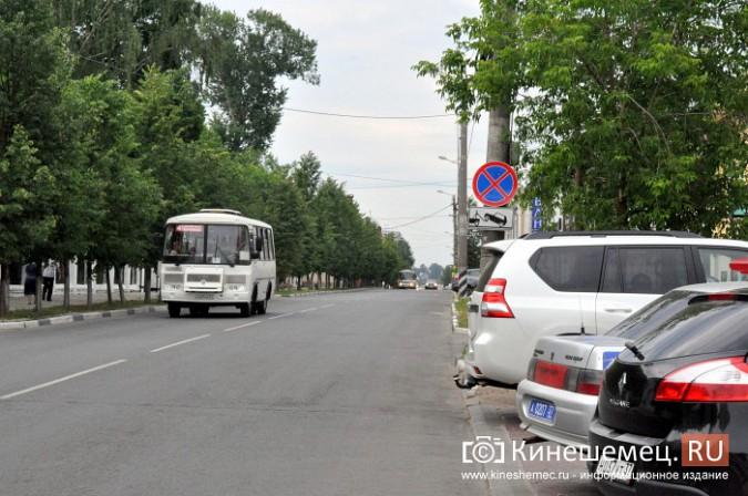 Автомобили из центра Кинешмы начали убирать эвакуатором фото 7