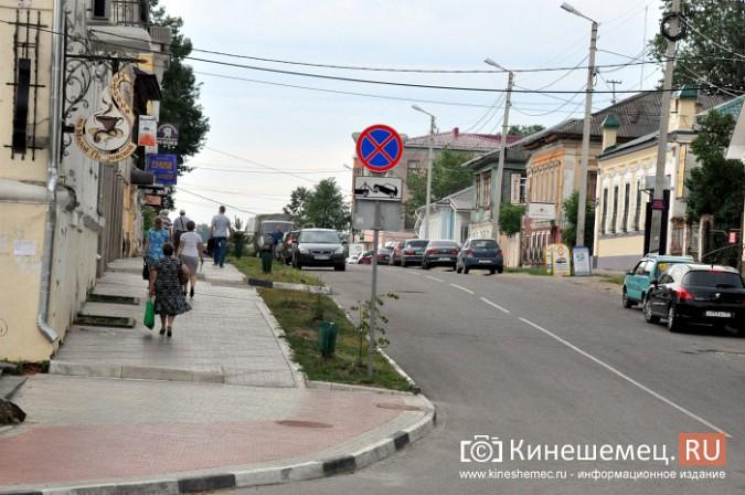 Автомобили из центра Кинешмы начали убирать эвакуатором фото 12