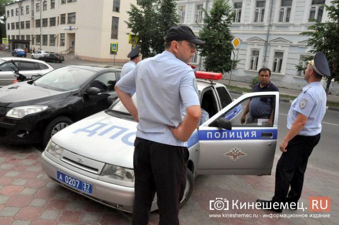 Автомобили из центра Кинешмы начали убирать эвакуатором фото 5