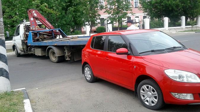 Автомобили из центра Кинешмы начали убирать эвакуатором фото 10