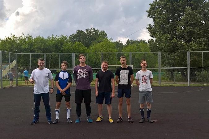 Дворовые футбольные команды начали борьбу за Кубок Александра Пахолкова фото 11