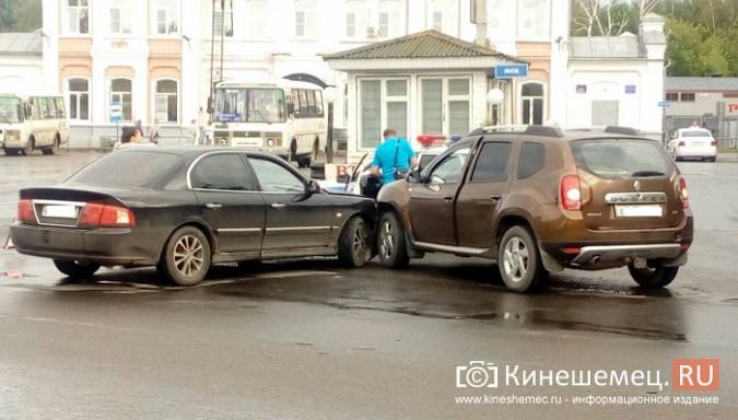Автоледи за рулем «Kia» устроила аварию у кинешемской автостанции фото 2