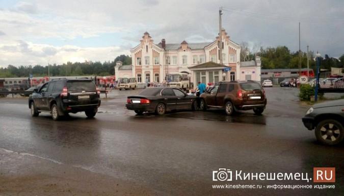 Автоледи за рулем «Kia» устроила аварию у кинешемской автостанции фото 3