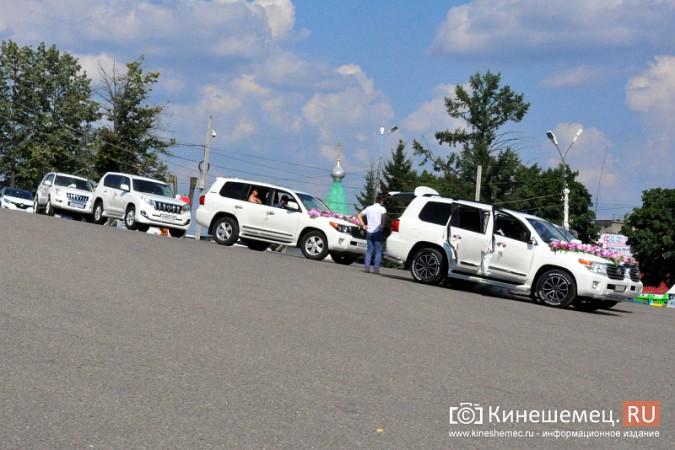 Центральная площадь Кинешмы становится местом свадебных гуляний фото 2