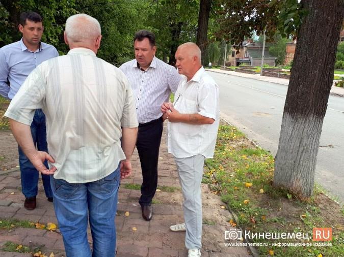 Александр Пахолков осмотрел ход ремонта тротуаров в центре Кинешмы фото 2