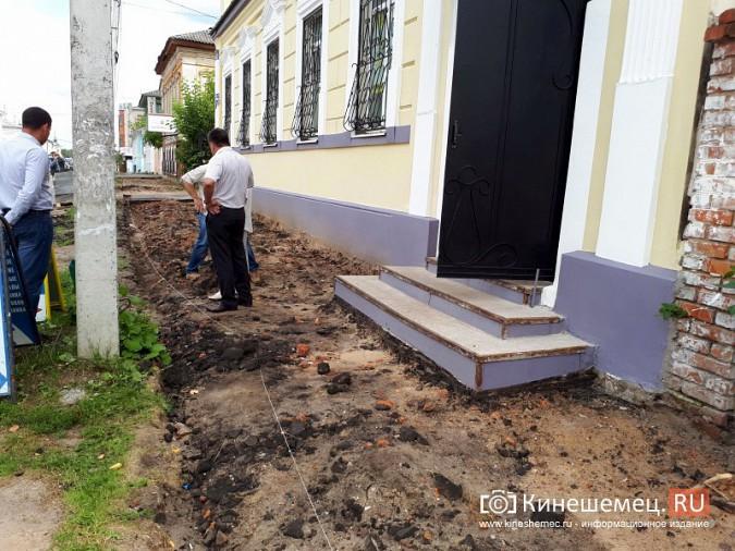 Александр Пахолков осмотрел ход ремонта тротуаров в центре Кинешмы фото 14