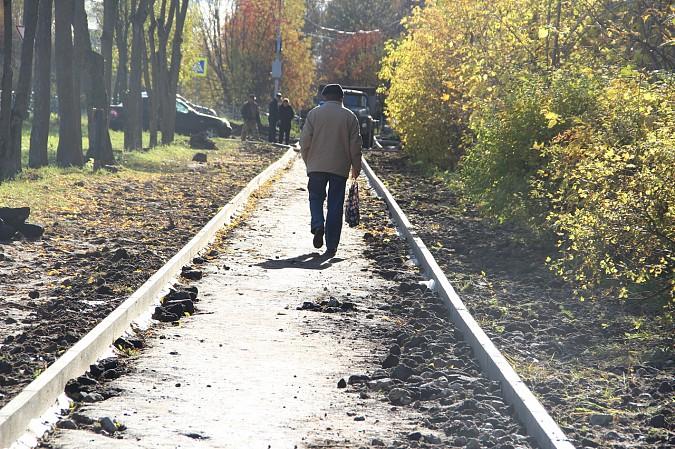 Михаил Батин и депутаты проконтролировали ремонт тротуара на Щорса фото 4