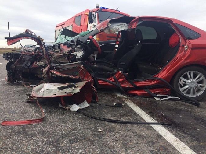 Женщина за рулем «Лады» пострадала при лобовом столкновении на трассе Иваново-Кинешма фото 2