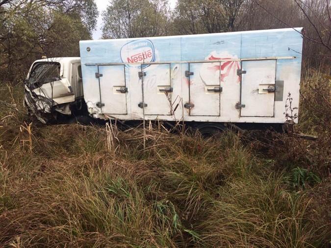 Женщина за рулем «Лады» пострадала при лобовом столкновении на трассе Иваново-Кинешма фото 3
