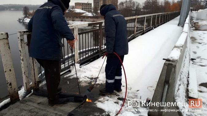 Укладка гидроизоляции на Никольском мосту: в снег при помощи горелки фото 7