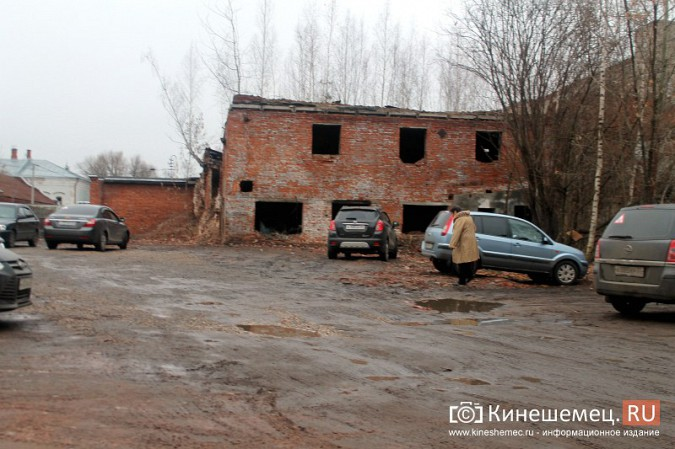 Власти Кинешмы поторопились зазывать на новую парковку в центре города фото 5