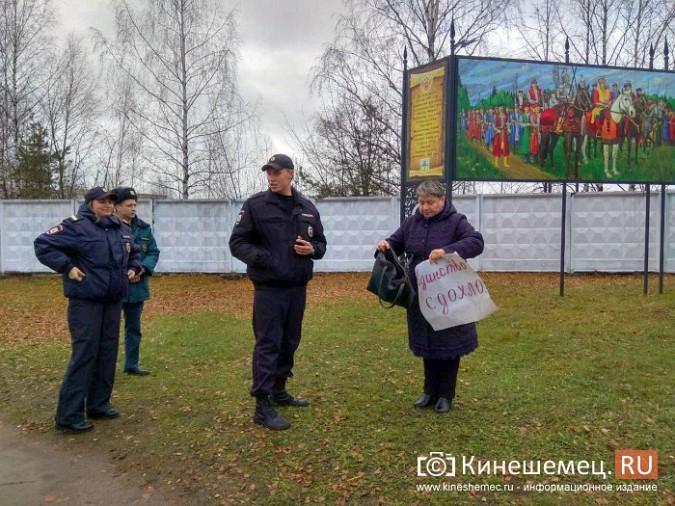 Жительница Алтая провела в Кинешме пикет с плакатом «Единство сдохло» фото 3