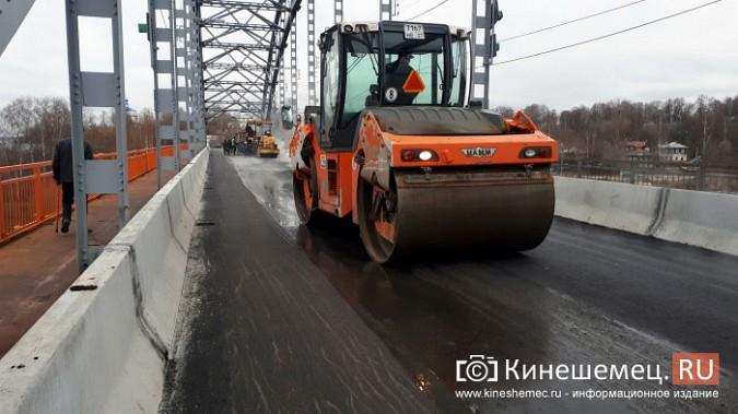 На Никольском мосту завершено асфальтирование проезжей части фото 3