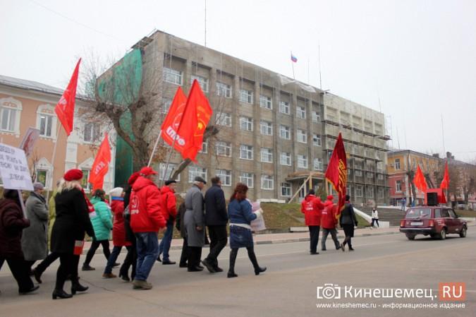 В день Великого Октября в Кинешме чествовали людей труда фото 16