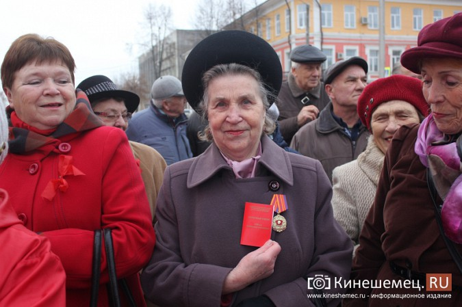 В день Великого Октября в Кинешме чествовали людей труда фото 24