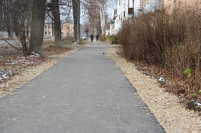 В Кинешме заасфальтировали тротуар к школе №10 фото 2