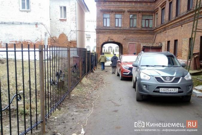 В Кинешме перекрыли проезд на парковку за медколледжем с улицы Фрунзе фото 4