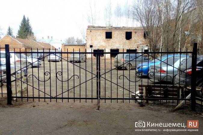 В Кинешме перекрыли проезд на парковку за медколледжем с улицы Фрунзе фото 3