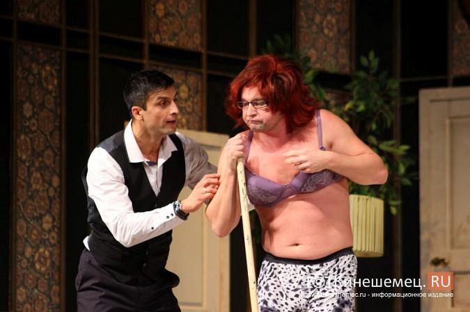 На кинешемской сцене актеры снова трясли женским бельем фото 9