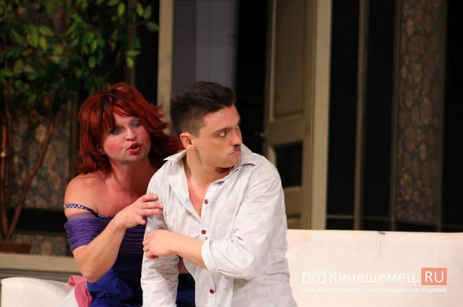 На кинешемской сцене актеры снова трясли женским бельем фото 12