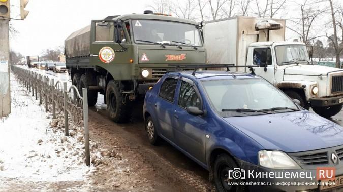 В Кинешме учебный «КамАЗ» въехал у пешеходника в «Renault Logan» фото 5